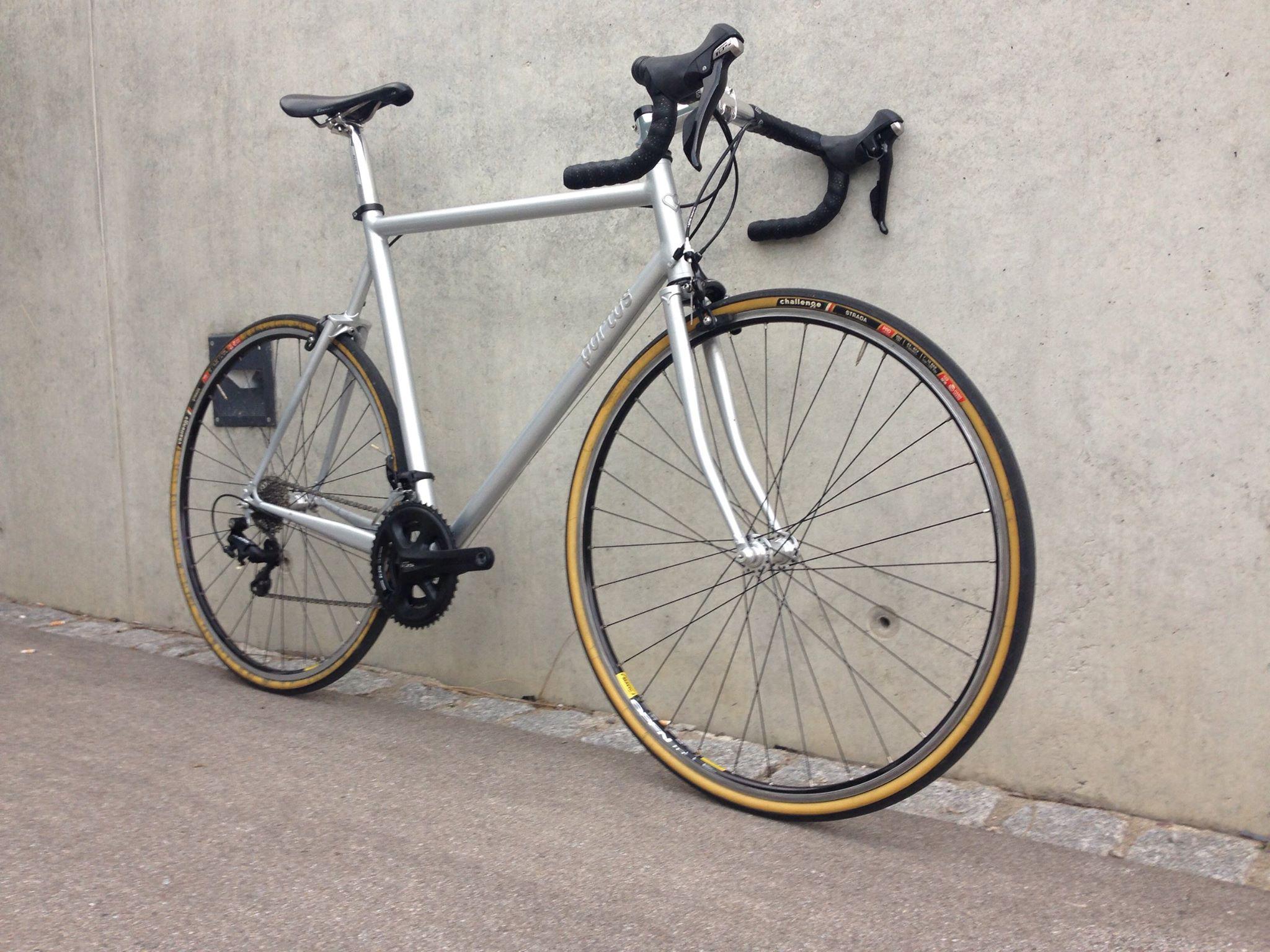 chris' selbstgebautes rennrad – klassische schönheit | portus cycles